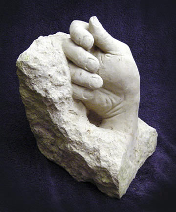 Hand in Clunch stone 02